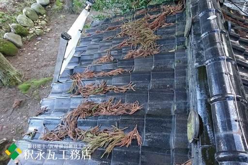 屋根のすんば、落ち葉掃除 立山町神社1.jpg
