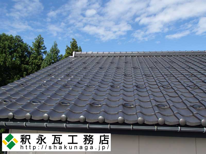 http://shakunaga.jp/report/%E7%93%A6%E5%B1%8B%E6%A0%B9%E3%80%81%E9%98%B2%E7%81%BD%E9%98%B2%E9%A2%A8%E6%96%BD%E5%B7%A501.jpg