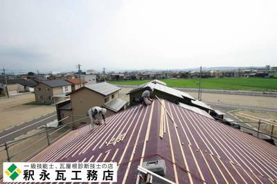 富山県瓦工事-切妻屋根新築-小松瓦60.jpg