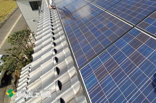 富山市太陽光屋根割れ瓦修理c.jpg